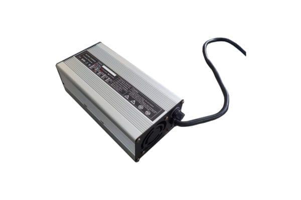 evidenza-caricabatterie-piombo-litio